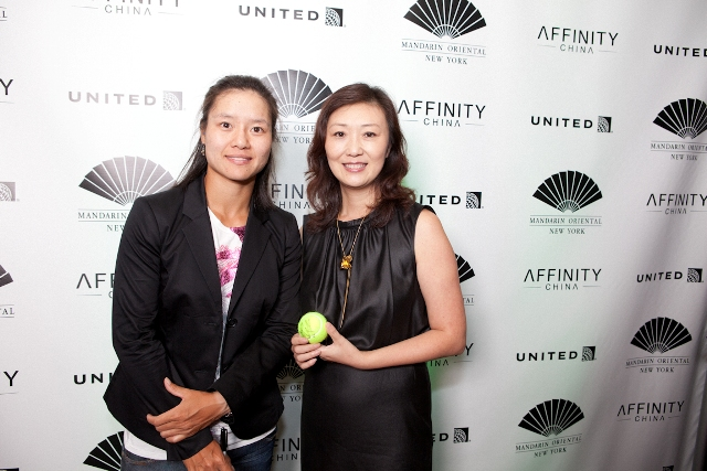Li Li (right) and Li Na (left) took photo together at the reception.